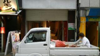 宗右衛門町の昭和ホルモンの横で何か作ってる見たい